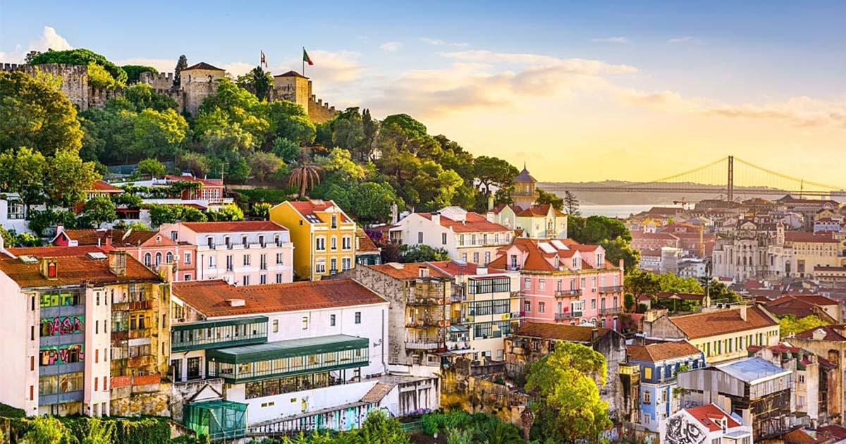 Visita Portugal en septiembre y admira el horizonte de la ciudad de Lisboa