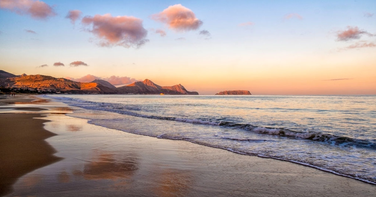 El archipiélago de Madeira nos deleita con sus playas paradisíacas y la playa de Porto Santa no será la excepción