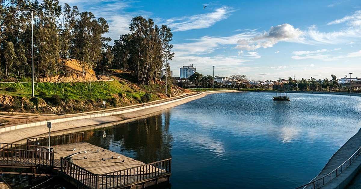 El parque Moret te ofrece oportunidades para un picnic, practicar deportes o simplemente pasear